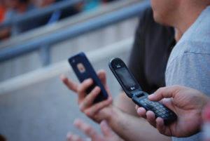 then-now-iphone-vs-flip-phone_t20_plOW8Y