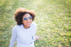 portrait-people-black-black-summer-sunglasses-smile-skin-skin-woman-woman-woman-woman-happy-diverse_t20_pYOeg8